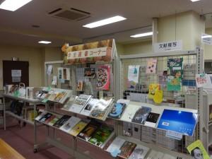 「学生選書コーナー」展示の様子2