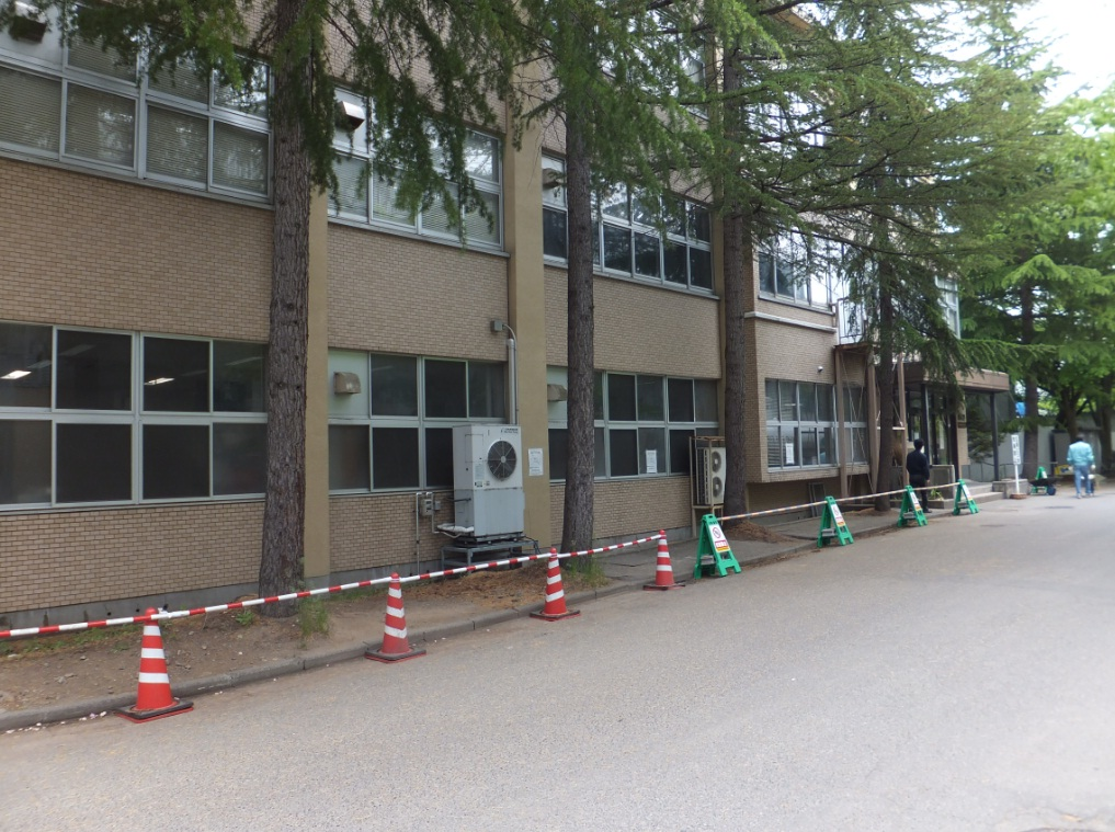 工学部図書館南側